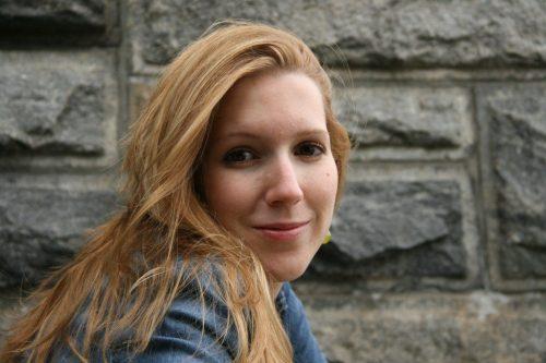 "Esther Ginés, autora de ""Mares sin dueño"""