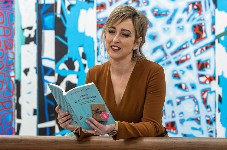 """Ana María Ruiz López, enfemera y autora del libro """"Libros que salvan vidas"""""""