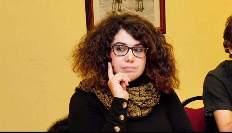 "Oriana Méndez, autora do poemario ""Interna"""